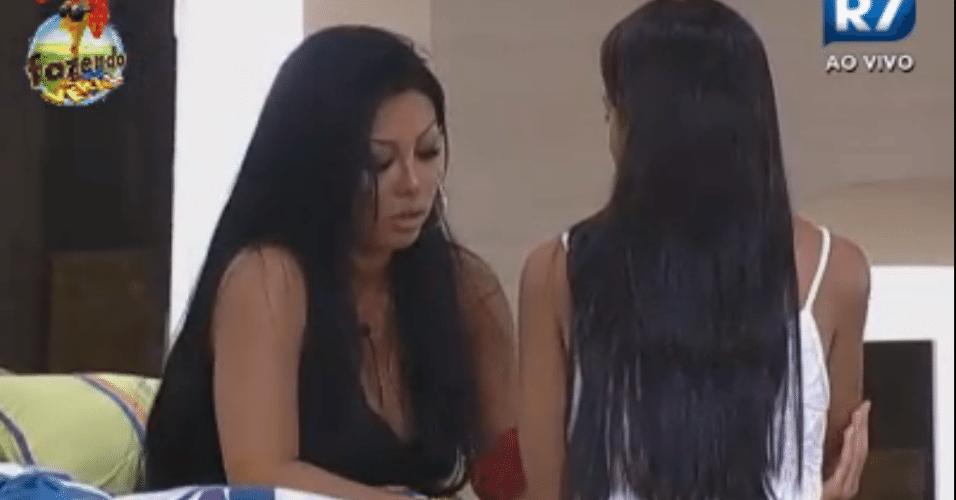Natália tem conversa franca com Flávia