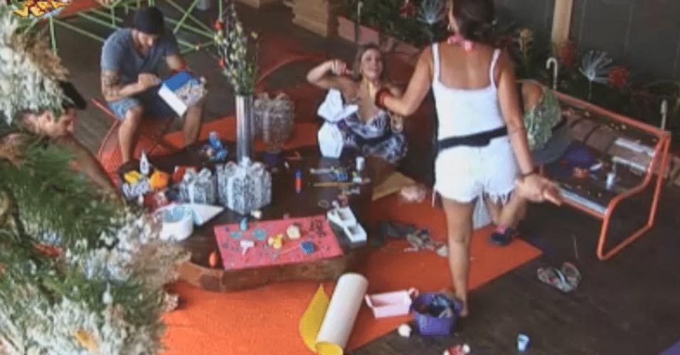 Distraída, Angelis fura o pé em uma gulha de costura