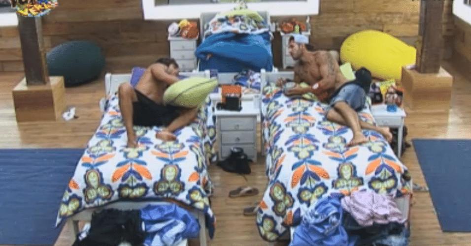 Thyago e Victor afirmam que Ísis parece a Fiona quando está dormindo