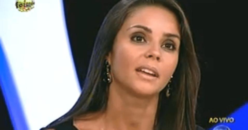 Flávia recebe os votos da casa e não se diz chocada