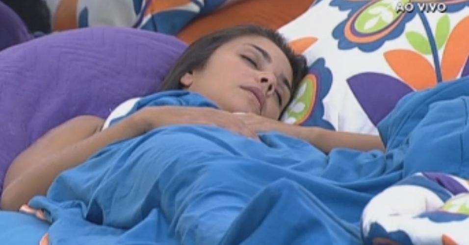 Flávia ronca ao dormir durante a tarde