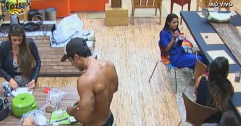 Angelis, Flávia e seus respectivos parceiros tomam café da manhã