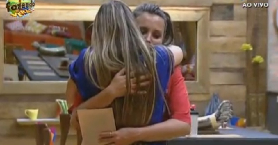 Angelis vence Duelo e abraça Manoella