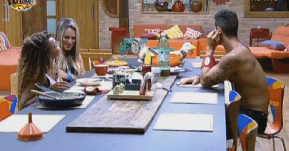 Após eliminação de Natalia, Ísis, Karine e Thyago jantam