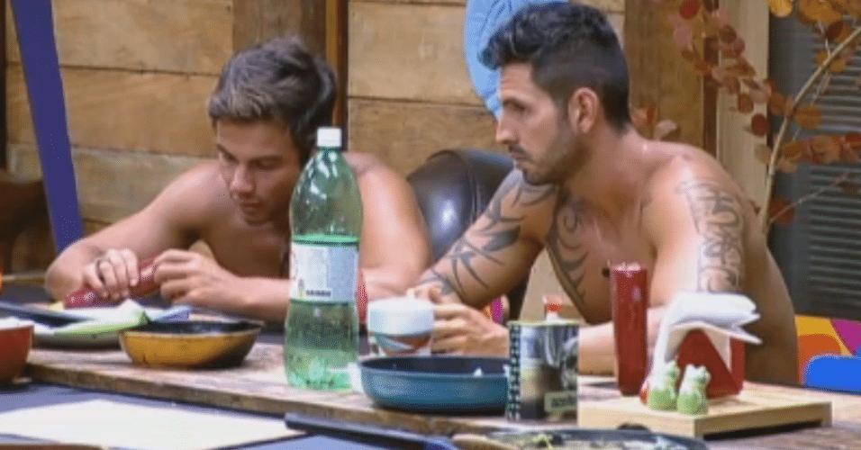 Ísis, Thyago e Victor falam sobre próxima roça