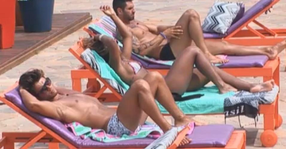 Victor, Karine e Thyago aproveitam o dia como equipe Cigarra