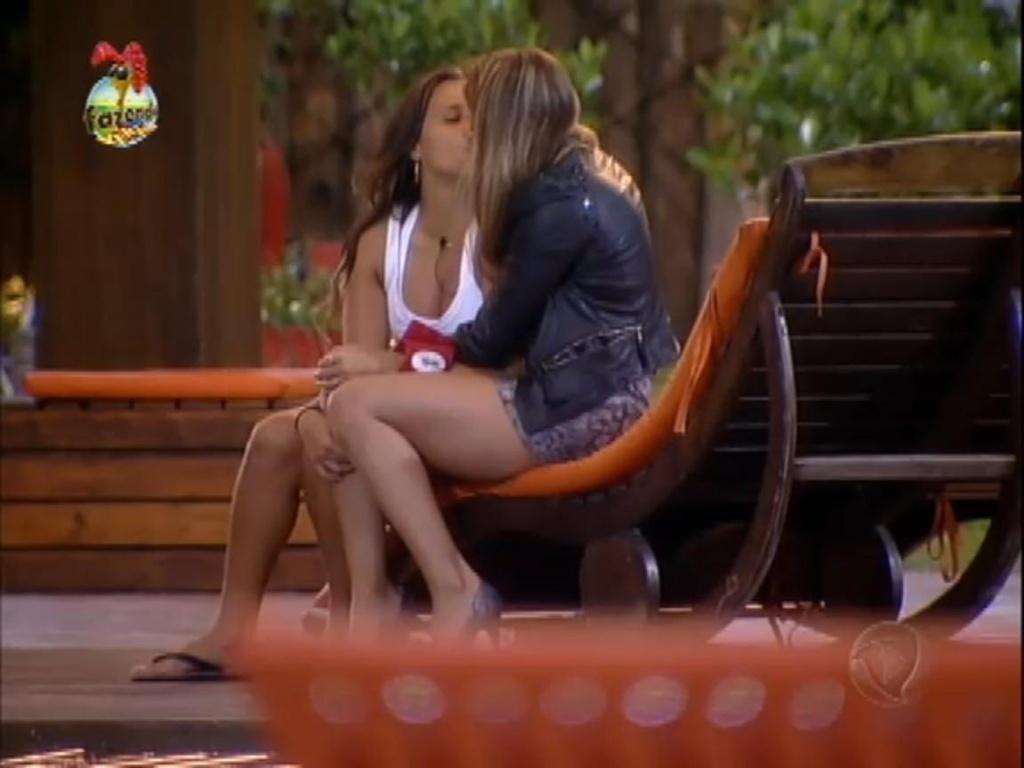 Record exibe pela primeira vez beijo entre Angelis e Manoella