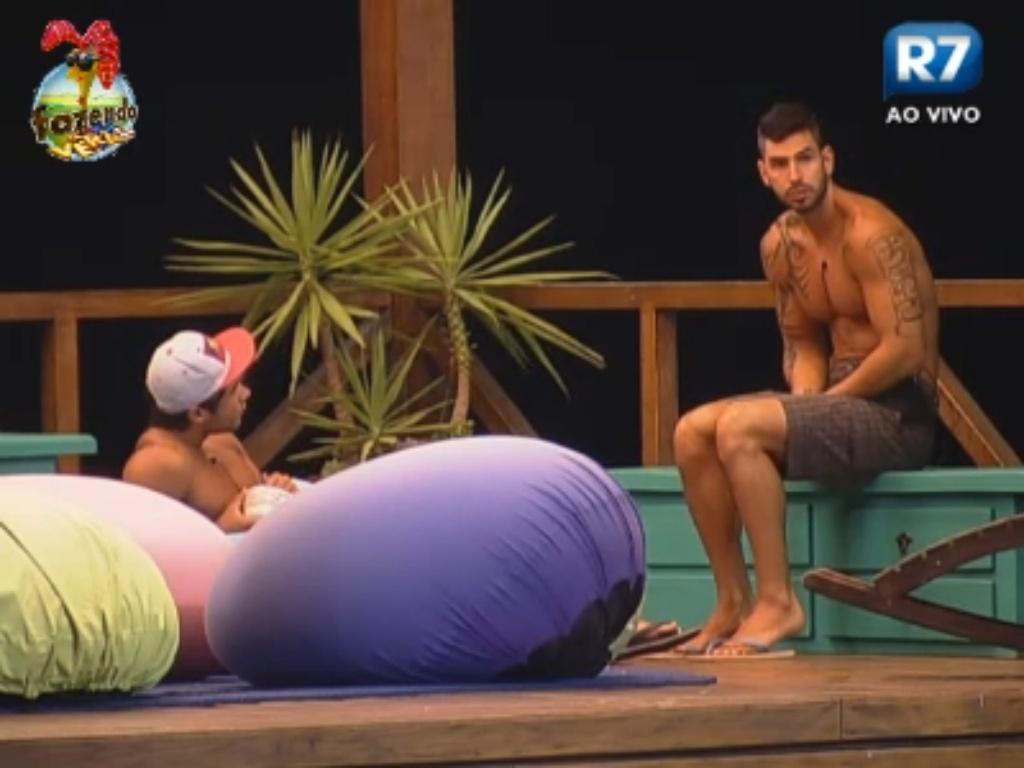 Victor conversa com Thyago no mirante