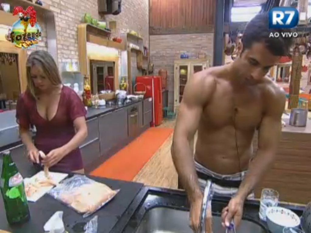 Manoella e Dan vão para a cozinha