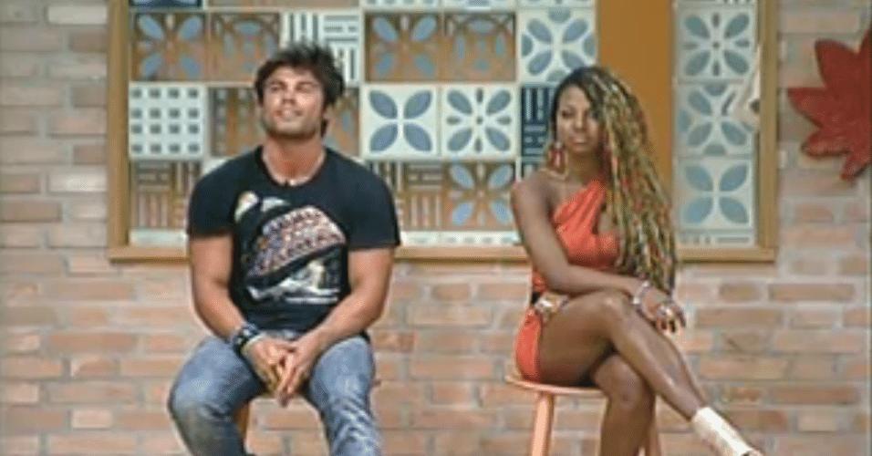 Victor e Karine respodem as perguntas dos telespectadores