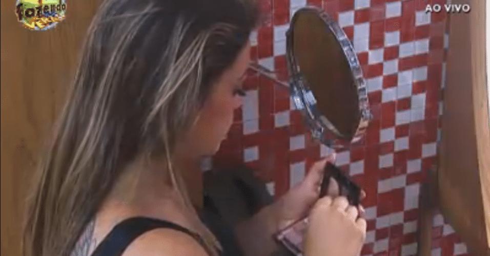 Manoella não dispensa a maquiagem para realizar suas atividades