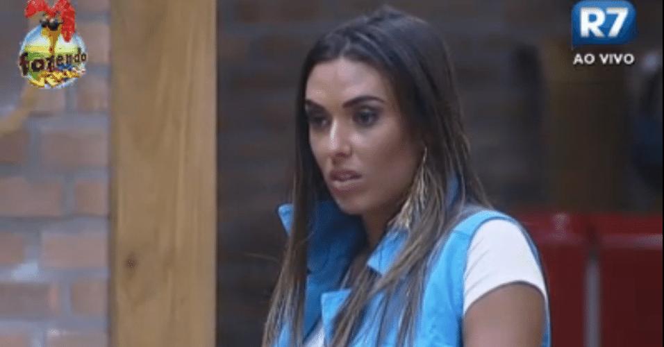 Nicole se espanta em conversa com Angelis