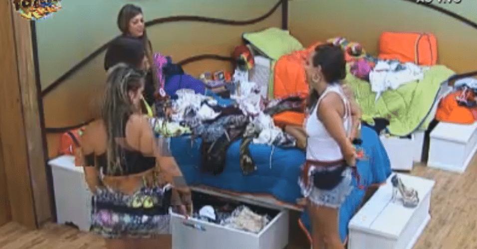 Manoella mostra suas roupas e maiôs