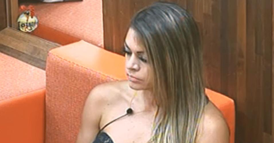 Manoella enfrenta a roça da semana contra Flávia