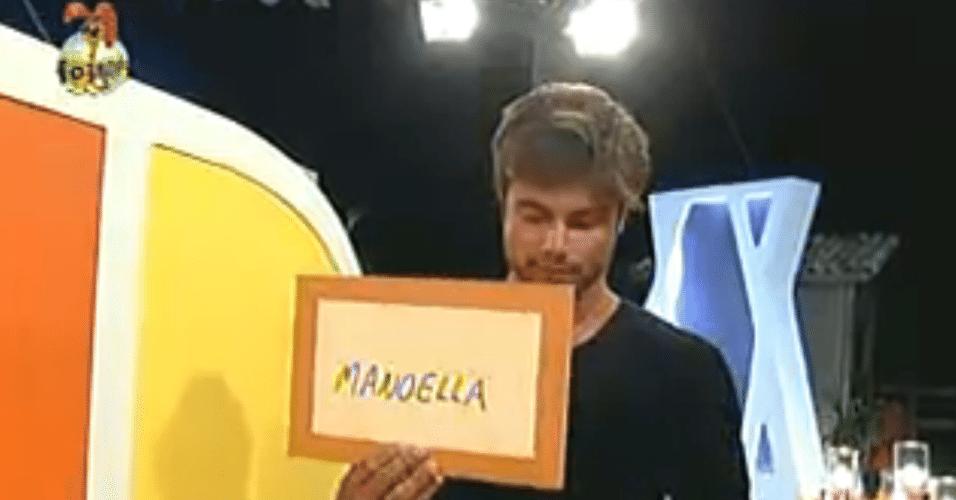 Victor também escolheu Manoella para enfrentar Flávia na roça, pelo poder do envelope dourado
