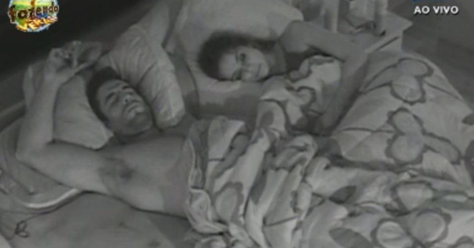 Dan e Flávia dormem juntos
