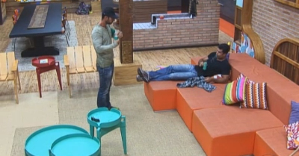Thyago e Dan aguardam início de atividade