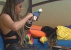 Manoella Stoltz cria roupa para boneco de madeira de Dan Wainer - Reprodução/Record