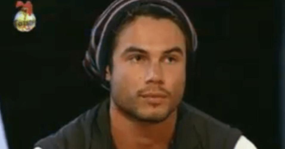 Victor recebeu os votos de Angelis e Manoella, com chances de ir para roça se Dan votasse nele