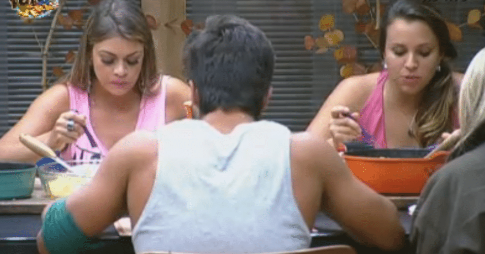 Peões elogiam jantar preparado por Manoella
