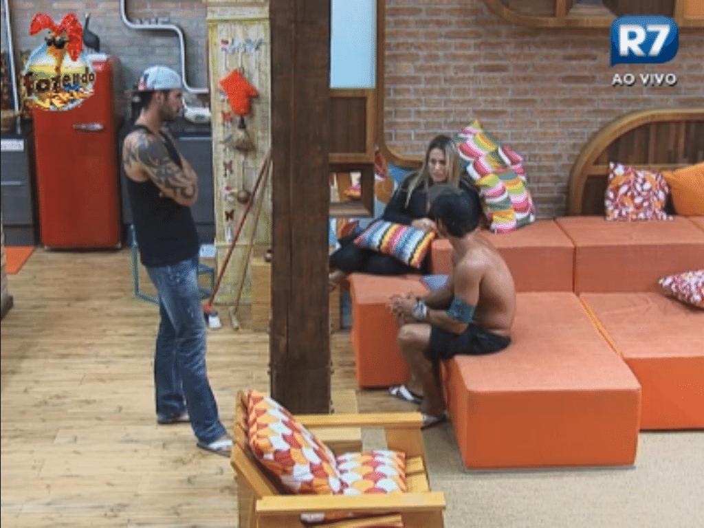 Victor, Ísis e Thyago comentam sobre o jogo