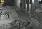 Câmeras ignoram Angelis e Manoella acordadas e exibem peões dormindo - Reprodução/Record