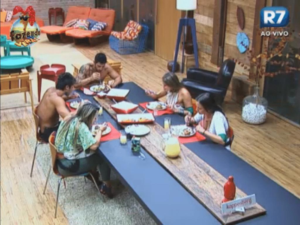 Todos os peões jantam juntos