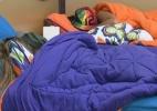 Peões descansam durante início da noite depois de dia conturbado - Reprodução/Record