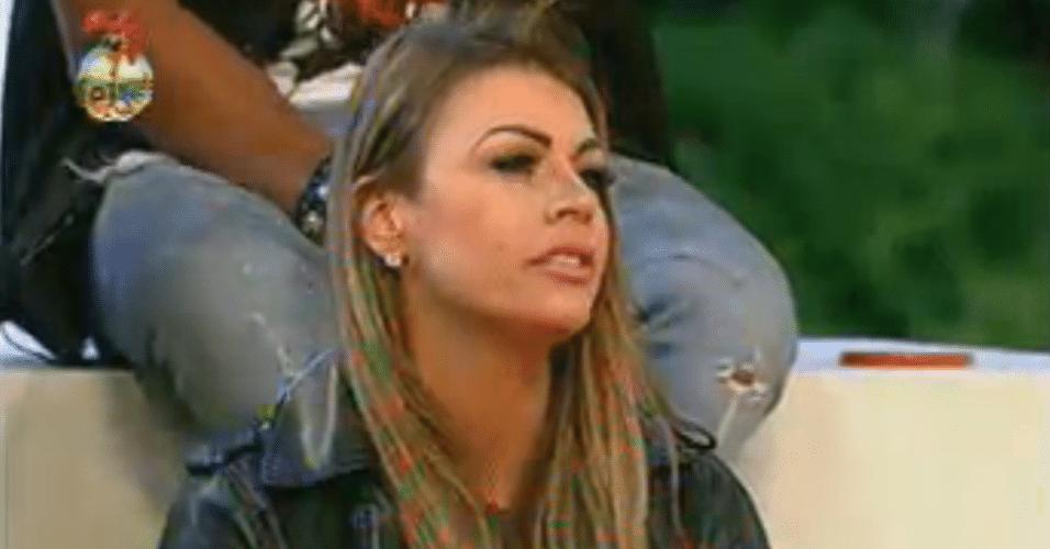 Manoella recebe três votos e enfrenta Angelis na penúltima roça