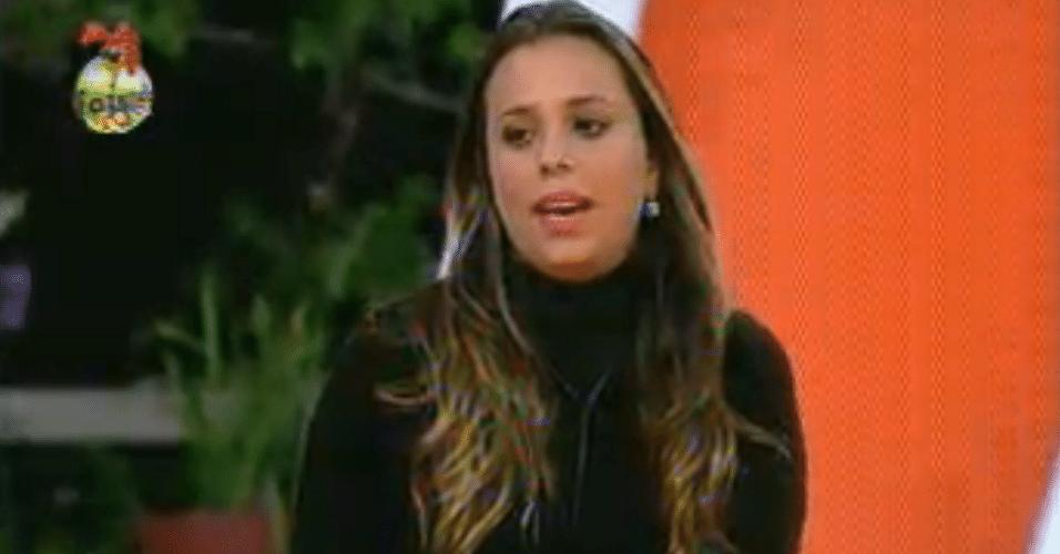 Para defender Manoella, Angelis vota em Ísis