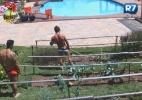 Peões voltam ao trabalho após atividade na piscina - Reprodução/Record