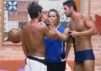 Thyago e Ísis comemoram vitória e comentam com Victor atividade na piscina - Reprodução/Record