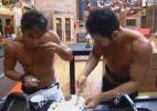 Victor e Thyago terminam de comer o pudim preparado por Manoella - Reprodução/Record