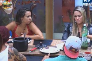 Angelis relata tristeza por ter enfrentado Manoella na roça