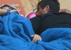 Peões dormem após atividades obrigatórias e Ísis ronca na sala - Reprodução/Record