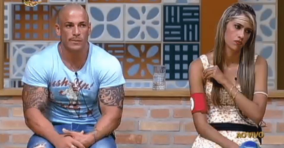 Rodrigo Simões recebeu 71% dos votos do público e continuou na disputa pelo prêmio de R$ 1 milhão. Consequentemente, Gabriela foi a segunda eliminada na roça da ?Fazenda de Verão? no dia 15/11/2012
