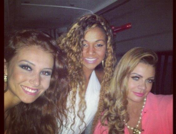 Cláudia Kramer, Karine e Manoella se encontram com Raphael Machado