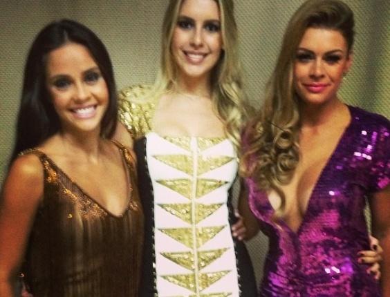 Bianca também tirou foto com Flávia e Manoella