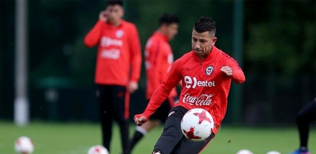 Meia Leo Valencia acertou com o Botafogo