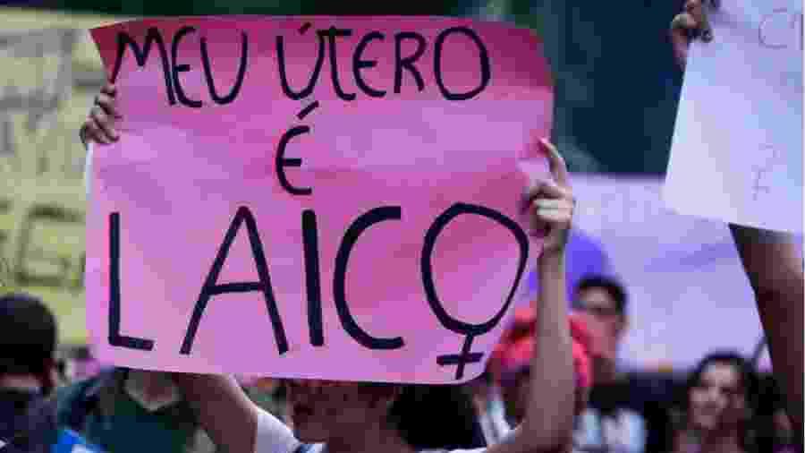 Ato de movimentos feministas convocado por Facebook pede a legalização do aborto em São Paulo - Alice Vergueiro - 08.dez.2016/Folhapress