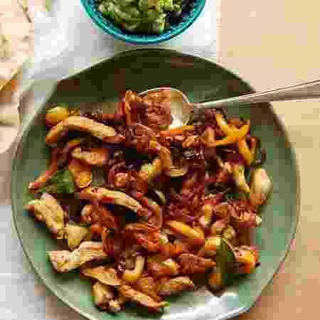 Receita de fajitas de frango com tortillas caseiras da chef do @patricia_scarpin - Arquivo pessoal