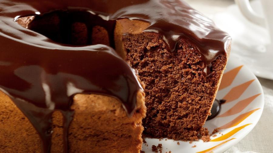Bolo De Chocolate Com Calda De Chocolate 12102016 Uol Receitas