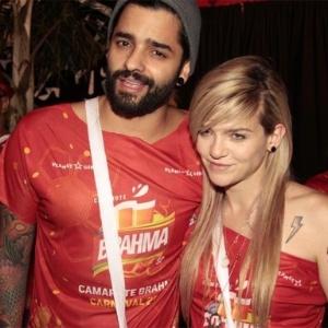 Lucas Silveira com Karen Jonz no carnaval de 2014; a skatista deu à luz nesta sexta (29) - Paduardo/AgNews
