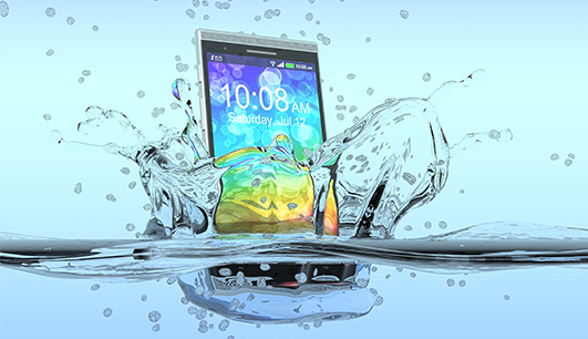 Meu smartphone caiu na água, o que faço?